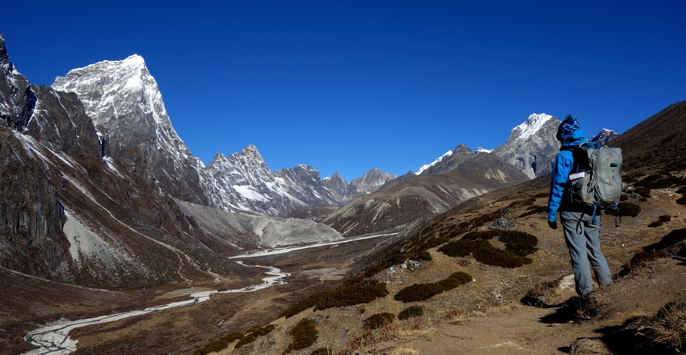 On the way up from Dingboche