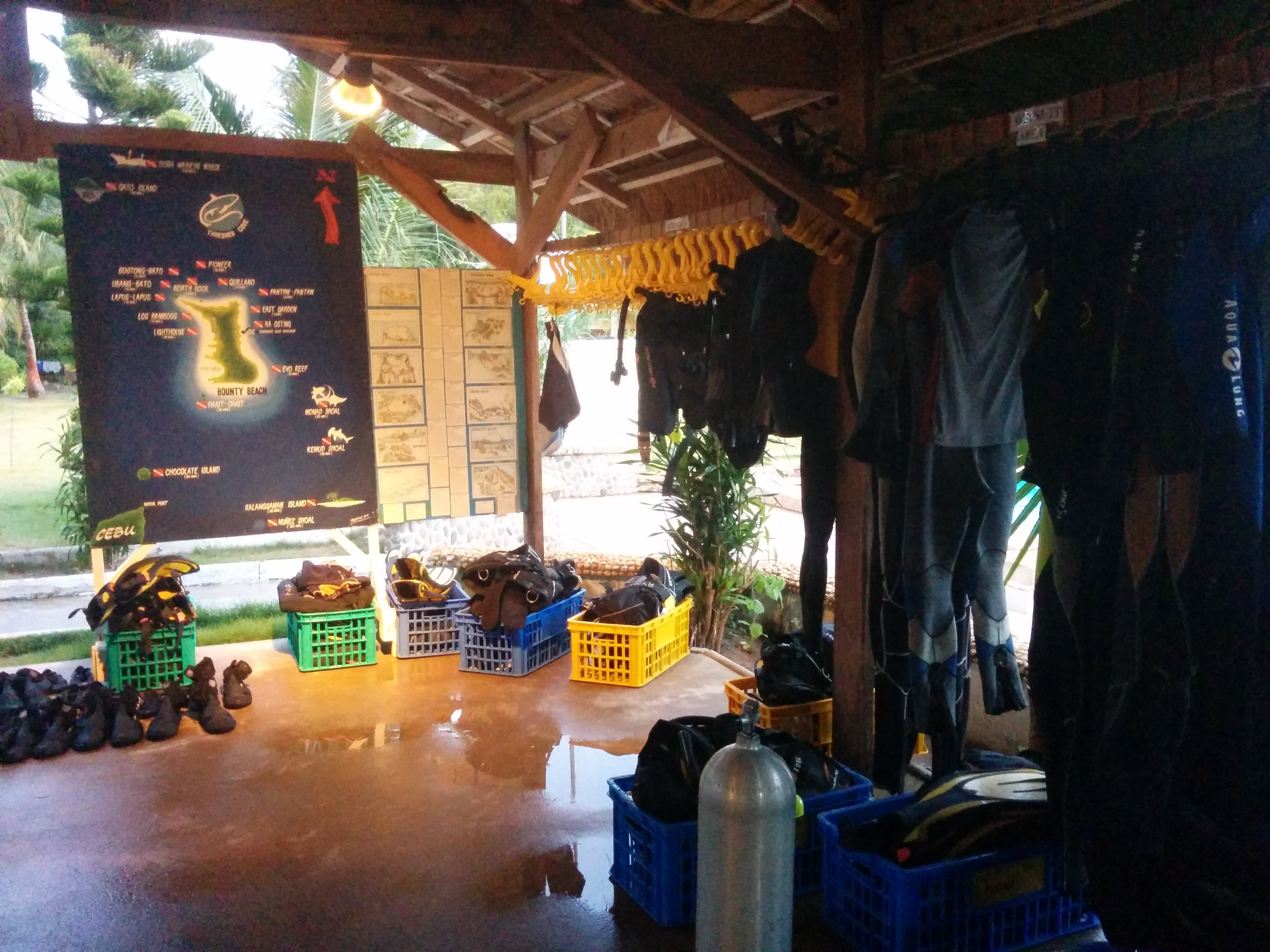 Thresher Cove's dive shop